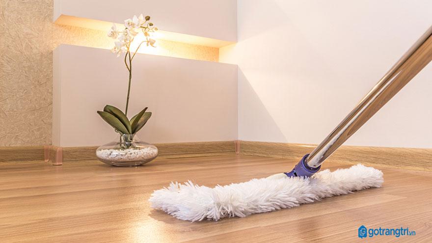 vệ sinh sàn gỗ tự nhiên